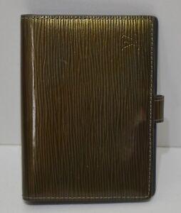 Louis Vuitton, Agenda en cuir épi verni vert bronze (hologramme) et ... e2220a40972