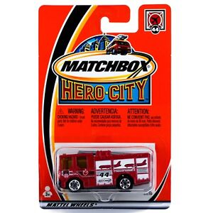 Matchbox-Hero-City-44-Dennis-Sabre-Fire-Truck-Red-2002-New-On-Card