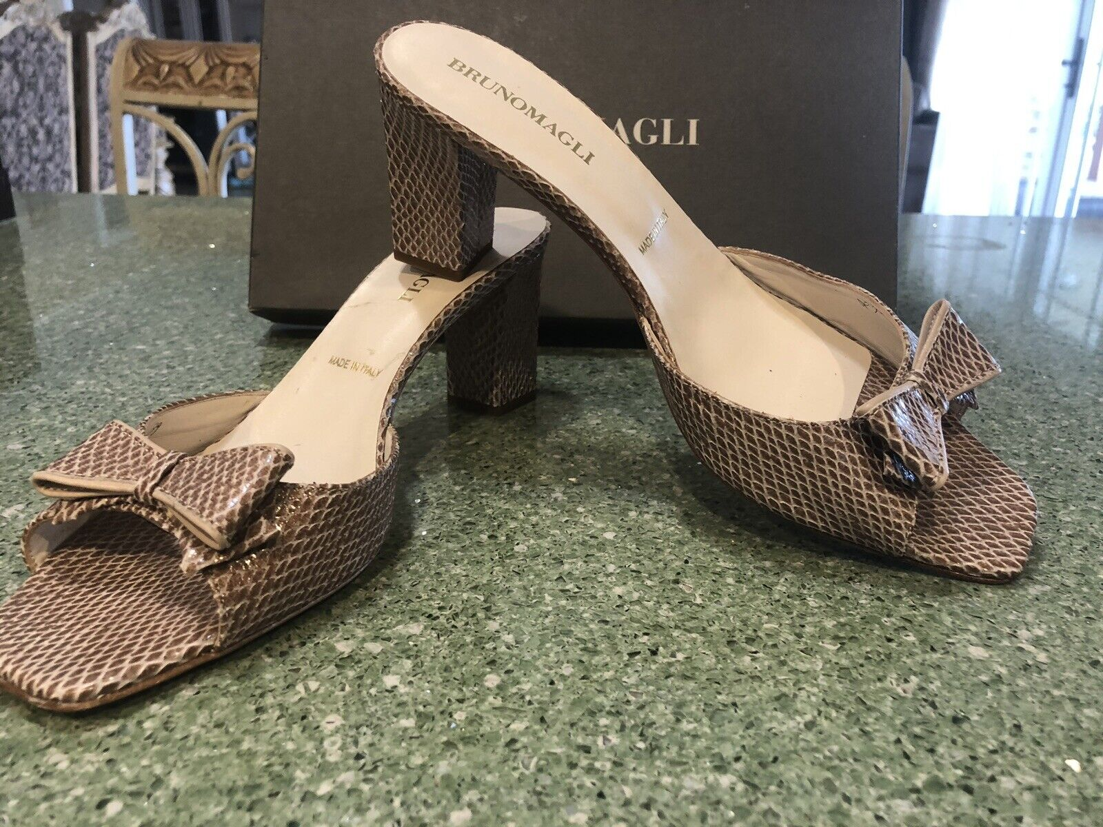 Bruno Magli slide in schuhe sandals GREAT PAIR Größe 9 MSRP 595