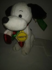 SNOOPY-Dan-Dee-Celebrate-PEANUTS-60-Years-8-034-Plush-With-Candy-Cane-2009-NEW