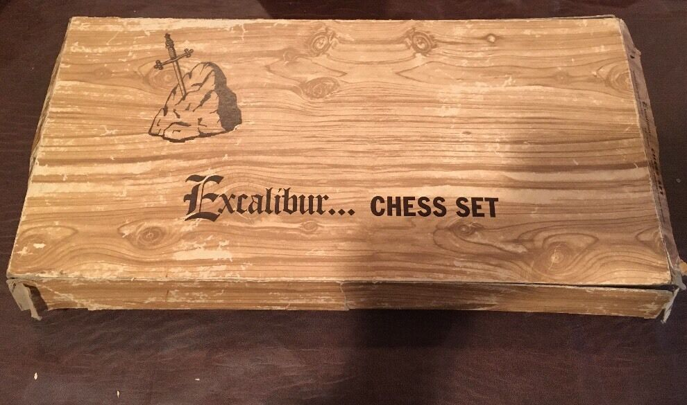 VINTAGE EXCALIBUR OLD GOTHIC STYLED CHESS SET 4 1 2  KING WEIGHTED & FELTED