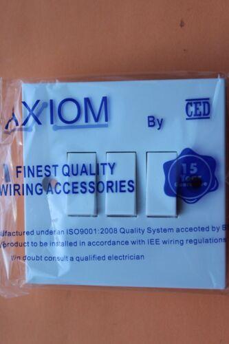 CED DEC S32 Axiom Plaque Carrée Cadre Blanc 10AX 3 G 10 A 2 W Triple Interrupteur De Lumière