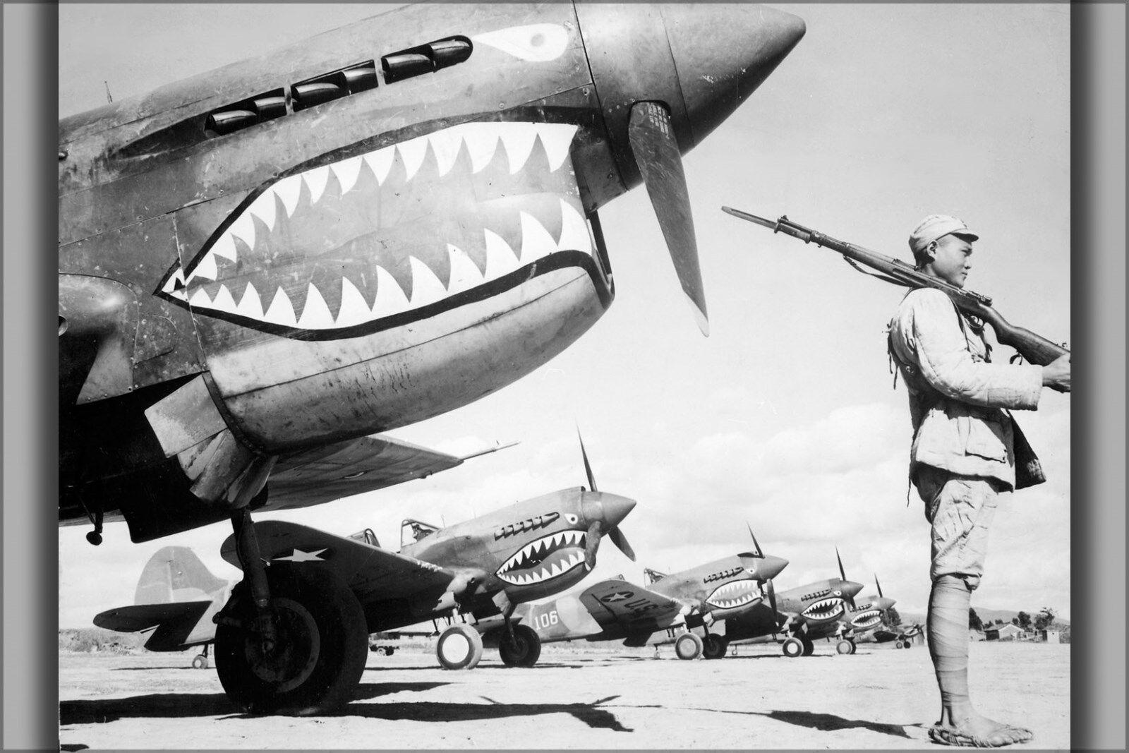 Plakat, Viele Größen; Soldat Guards eine Reihe von Amerikanischer P-40 Warhawk