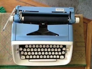 ROYAL ARISTOCRAT Vintage 1960's LIGHT BLUE Typewriter W/CASE/ TESTED..