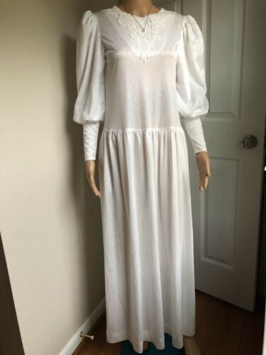 Vintage White California Dynasty Dress with pocket