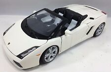 Maisto - 31136 - Lamborghini Gallardo Spyder Scale 1:18 - White