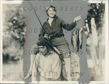 1927 Canadian Wolf Man J La Flame Carries Model & Her Catch of Fish Press Photo