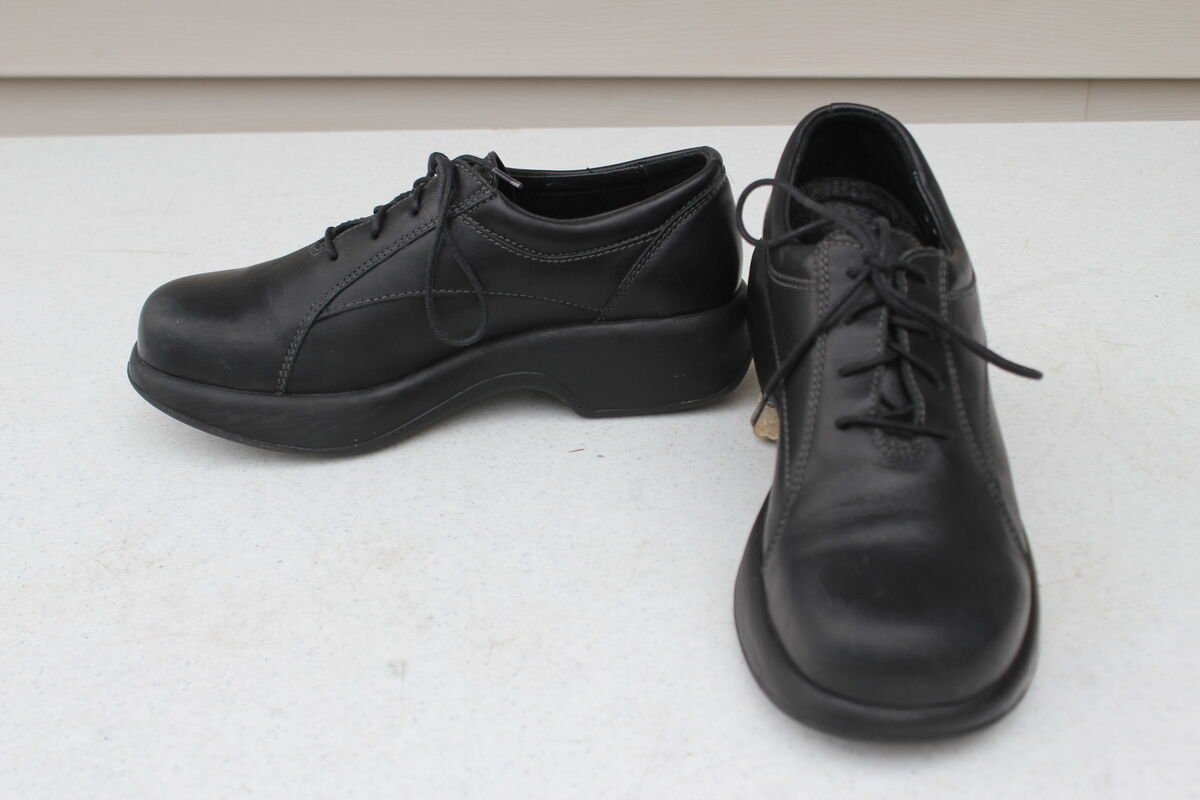 Dansko Womens Size 40 U.S. Size 9.5 to 10 Lace up Black Leather 4 12 CO