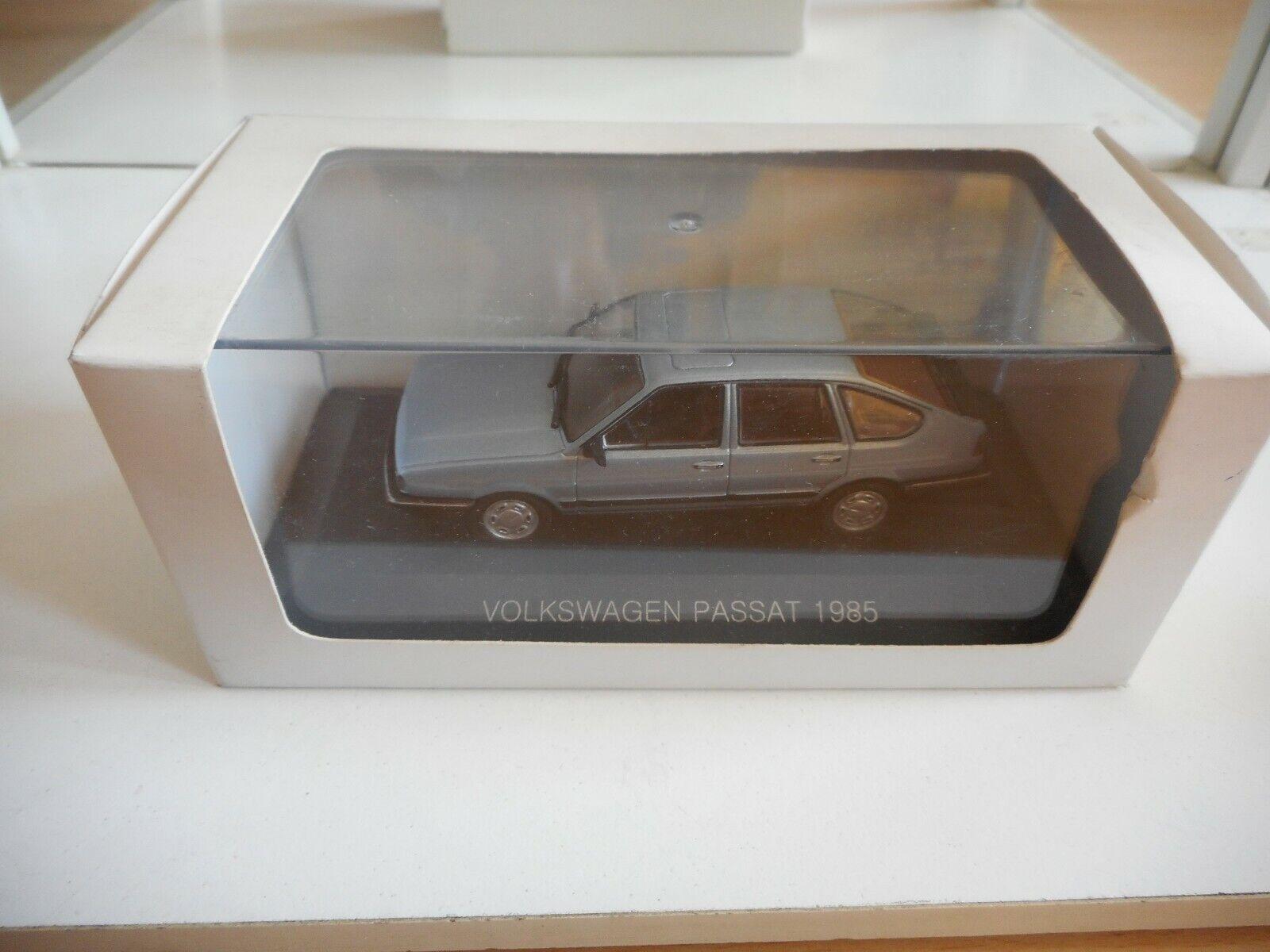 VW Volkswagen Passat 1985 in  bleu on 1 43 in Box  offre spéciale