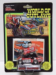 1993-JOHNNY-HERRERA-AUTOGRAPHED-SIGNED-1-64-WORLD-OF-OUTLAWS-RACING-SPRINT-CAR