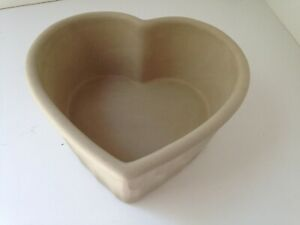 Rare-Heart-Shaped-Stoneware-Bakeware-Pan-for-Bread-or-Cake-8-Inches-Nice