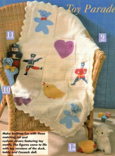 Motif Bébé Couverture Coussin /& jouets en peluche canard soldat DK Knitting Pattern