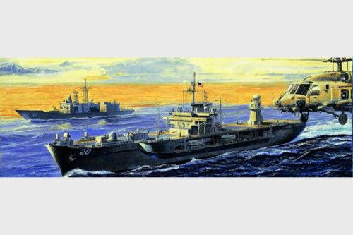 05718 USS Whitney LCC-20 2004 Command Boat Plastic Trumpeter Model 1 700 Kit
