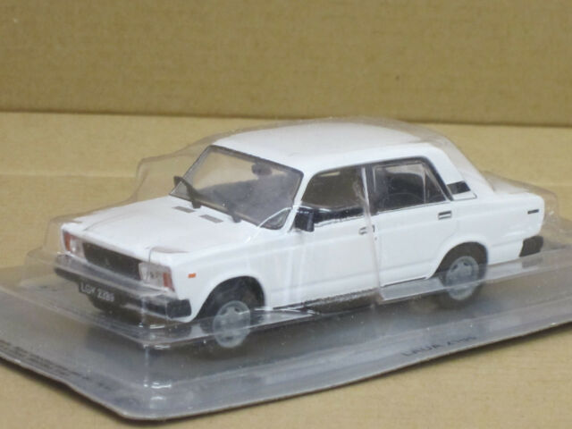 Lada 2105 Limousine-- weiß-- 1/43, IXO/IST/Kultowe Auta--NEU--OVP
