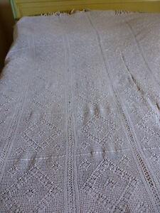 blanc-dessus-de-lit-ancien-crochete-main-coton-beau-travail-pompons