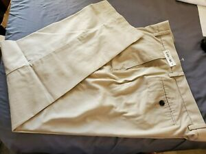 Essentials Mens Classic-fit Wrinkle-Resistant Flat-Front Chino Pant