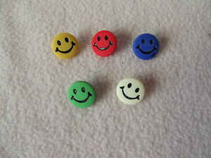 CRAFT// BABIES 5 x GREEN SMILEY FACE BUTTONS ~ 24L Approx 15mm