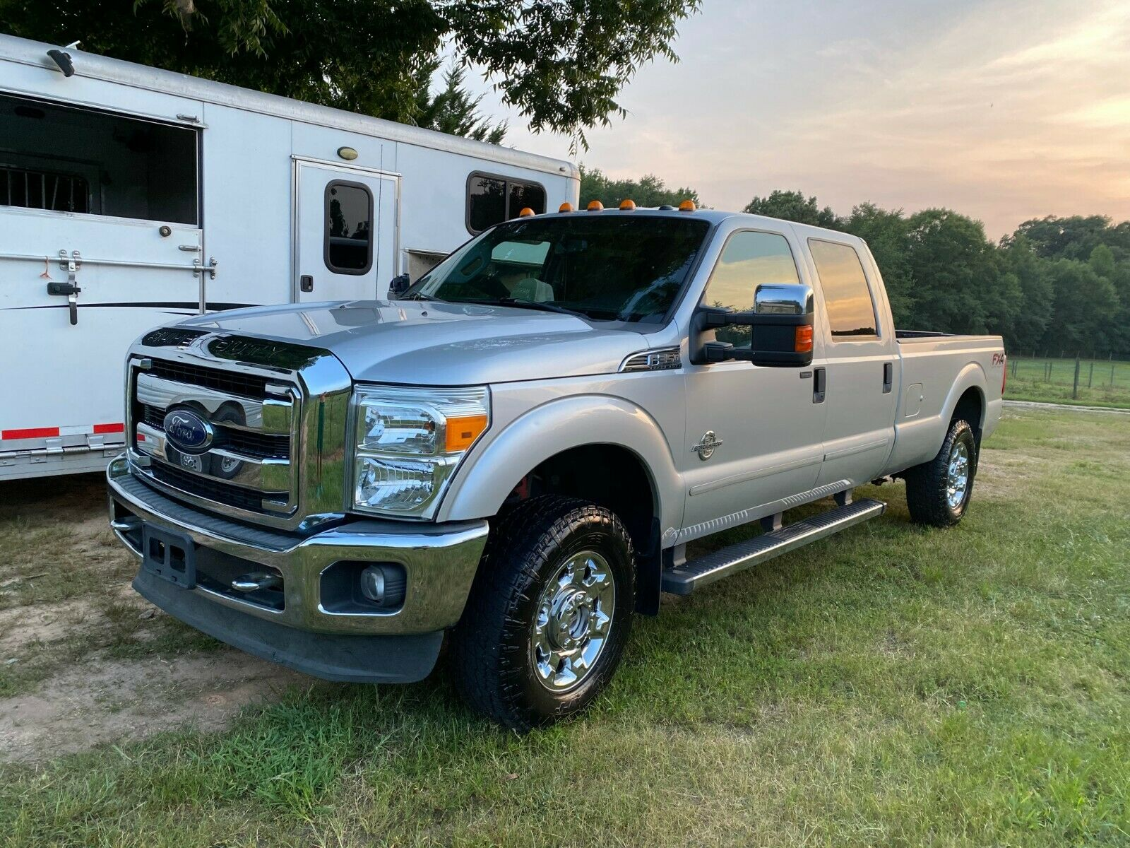 2015 Ford F-350 XLT Super Duty 4x4 (Clean Title)