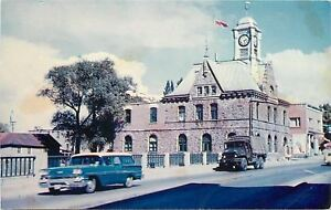 Pembroke-Ontario-The-City-Hall-NICE-1950s-Station-Wagon-Car-Truck-Postcard
