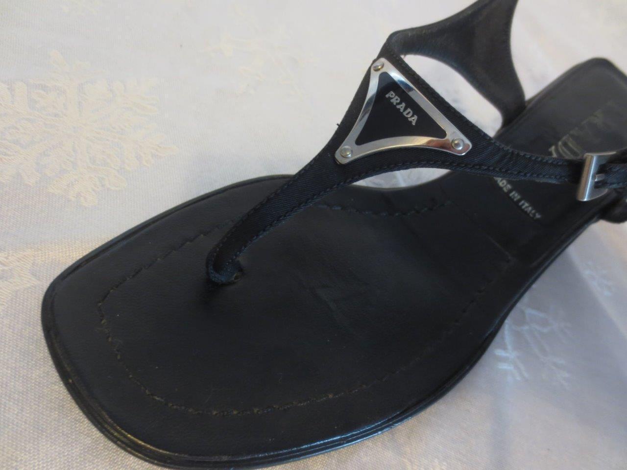 PRADA Damens BLACK Thong Triangle LOGO  schuhes Leder SIGNATURE Kitten Heels schuhes  37 7 d32678
