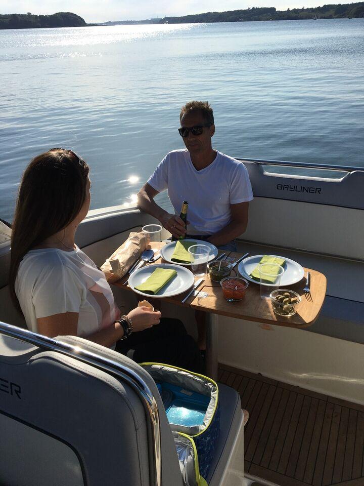 Bayliner, Motorbåd, årg. 2015