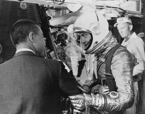 ALAN SHEPARD WITH GUS GRISSOM PRIOR TO FREEDOM 7 LAUNCH 8X10 NASA PHOTO EP-190