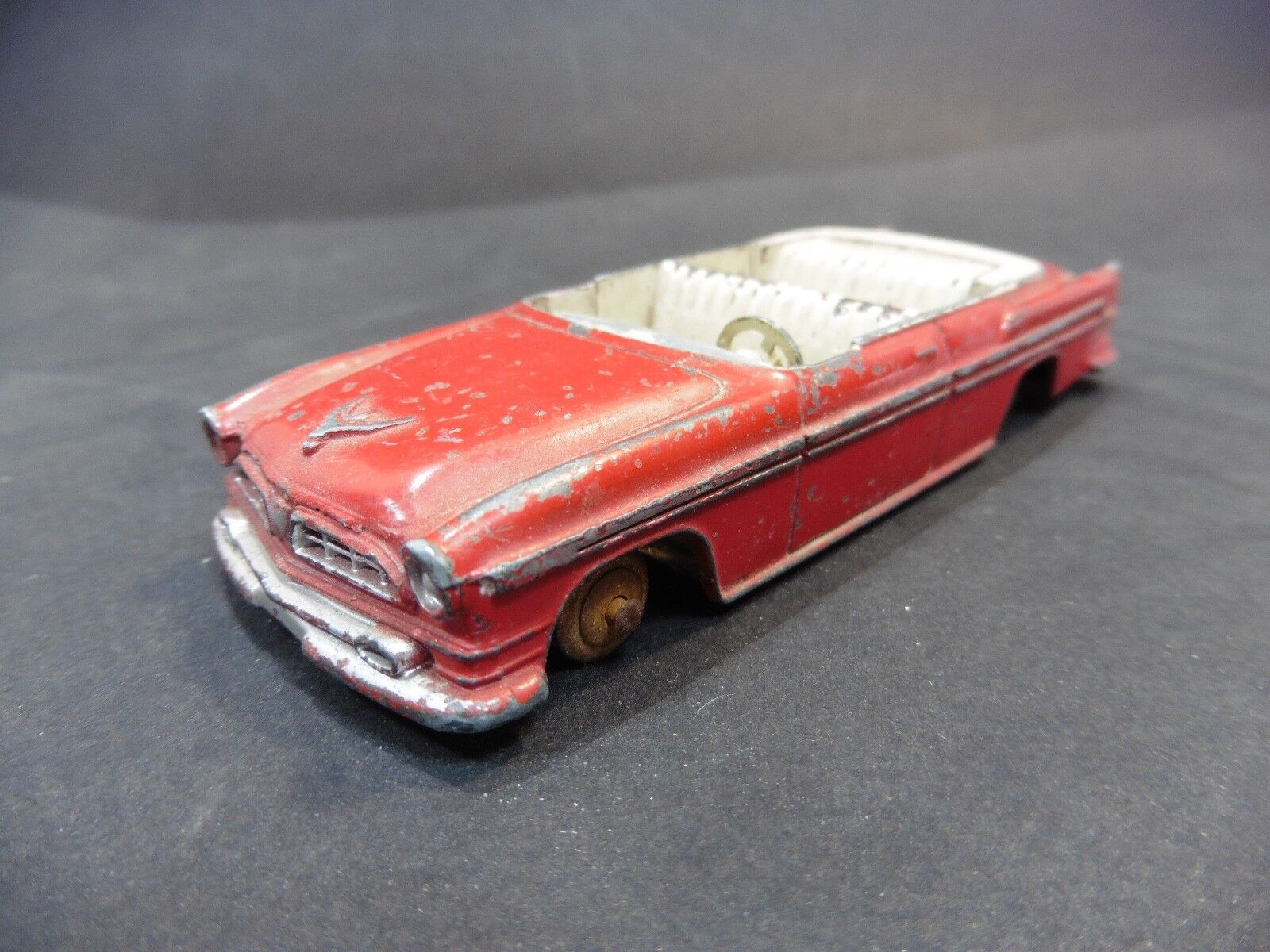 DINKY TOYS   CHRYSLER NEW YORKER 1955   24A   MADE IN FRANCE MECCANO