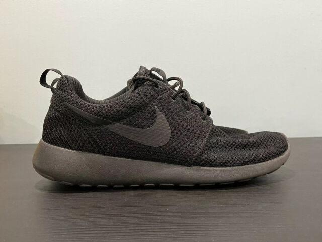 Nike Men's Roshe Run Sneakers 'Triple Black' 511881-026 Size 8US Excellent Shape