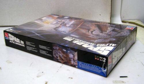 AMT//ERTL-Sealed//Unbuilt Vintage SPACE 1999 ALPHA MOONBASE Model Kit