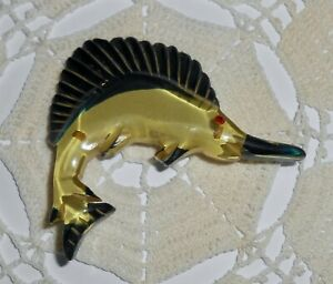 Vintage-Apple-Juice-amp-Black-Bakelite-Sailfish-Brooch-Pin-Marlin-Swordfish-Fish