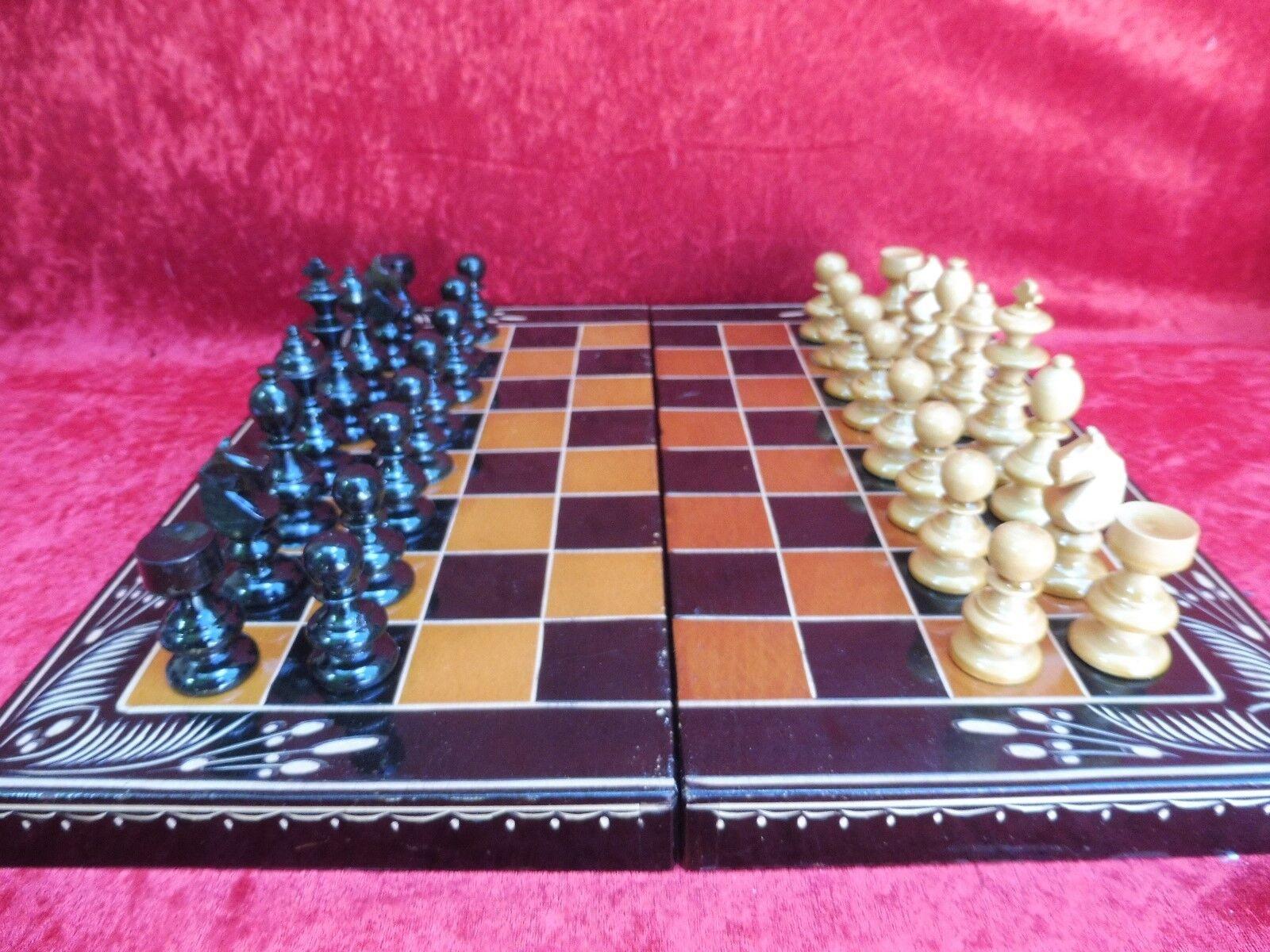 Schönes,altes Schachspiel__Holz__Schatulle__m.Bachgammon__44cm x 44cm