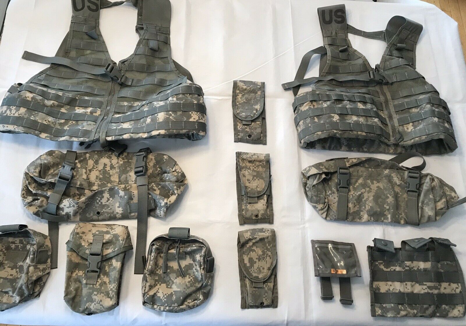 NEW US ARMY ACU LOAD BEARING VESTS W EXTRAS-HUNTING-EX MINT CONDT-FREE SHIPPING