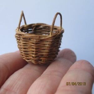 1 X Miniature Petit Osier Marron Vide Panier Doll House G 1:12-afficher Le Titre D'origine Blanc De Jade