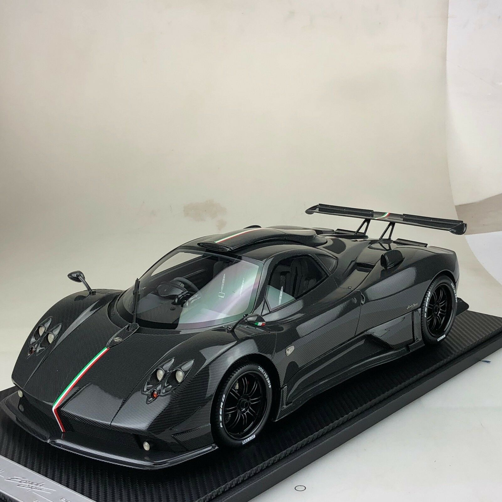 Échelle 1 12 peako PAGANI ZONDA Absolute Full Carbone RHD Ltd 20 pcs
