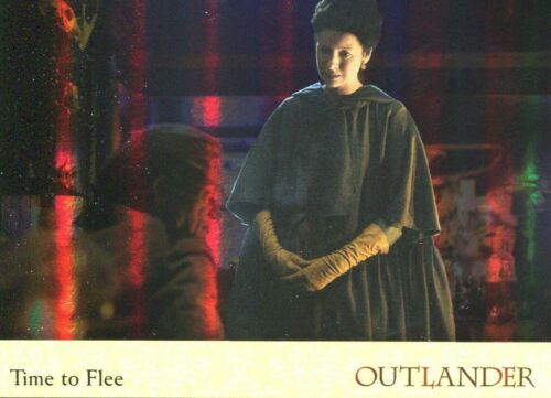 Outlander Season 2 Rainbow Foil Base Card #30 Time to Flee