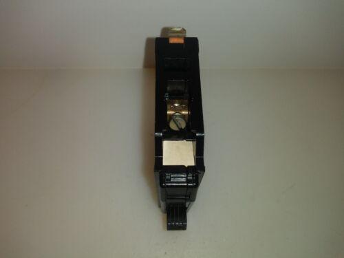 Square D QO120 1 Pole 20 Amp 120//240V Circuit Breaker Grooved Toggle Type QO