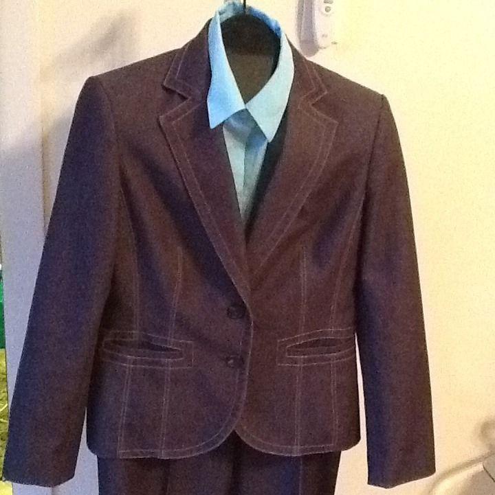 Women's Kasper 2 Button Thread Trim Flat Front Pantsuit  Size 10 W34 L29.5
