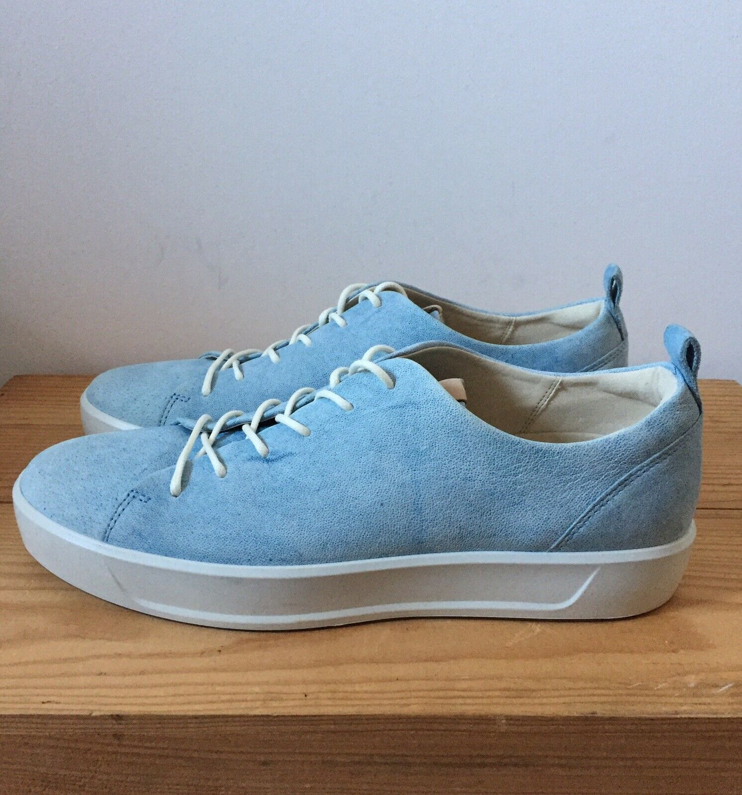 Ecco trainers Größe 9.5 NEW lace up pale Blau leather pebbled 43 schuhe comfort
