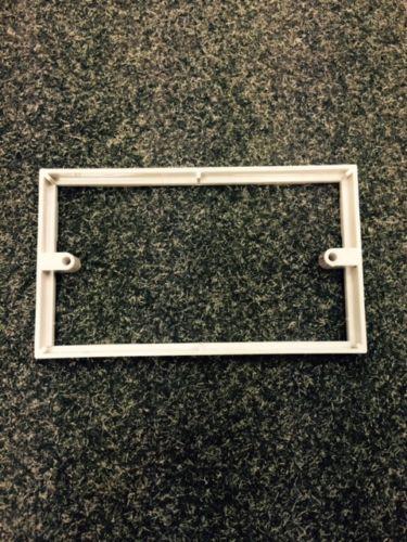 BG 2 Gang Spacer Socket Cadre interrupteur arrière boîte plaque profondeur 10 mm SQUARE 818-01