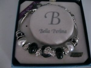 LADIES-BELLA-PERLINA-BANGLE-CHARM-BRACELET-ONE-SIZE-FITS-ALL-NEW-IN-BOX