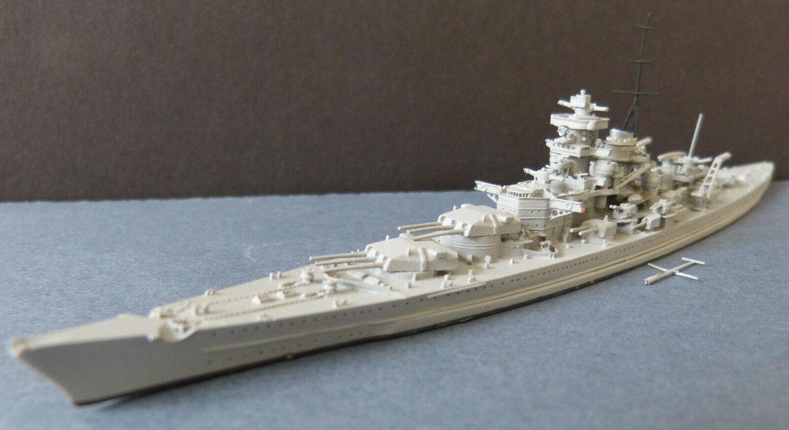 Neptun modellolo in Mettuttio  No. 1004 a 1 1250  Nave da Guerra Gneisenau  2. Wk
