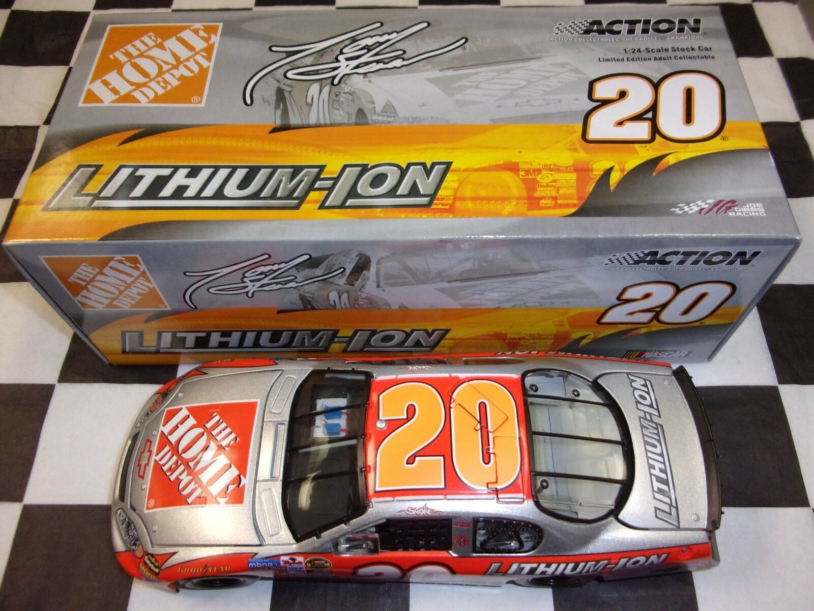 Tony Stewart  20 Home Depot Lithium-Ion 2005 Monte NASCAR Action 1:24 scale car