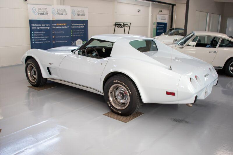 Chevrolet Corvette V8 Stingray - 3