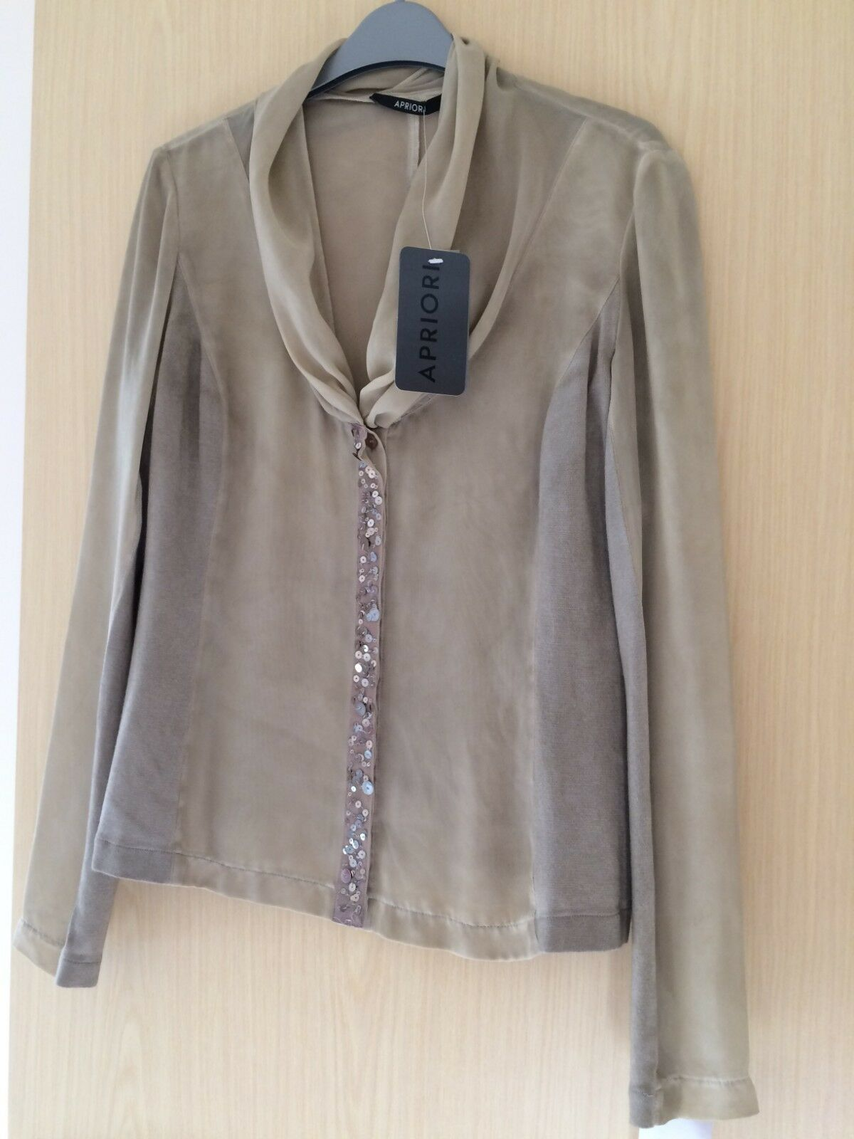 Apriori - Beige hand-crafted beautiful blouse