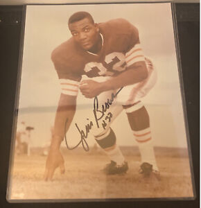 JIM BROWN CLEVELAND  BROWNS HOF SIGNED-AUTOGRAPHED 8 x 10 PHOTO WITH JERSEY #32