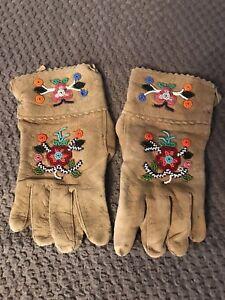 Old-Native-American-Beaded-Gloves-Moode-Hide