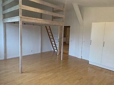 8230 værelse, kvm 30, mdr forudbetalt leje 3600
