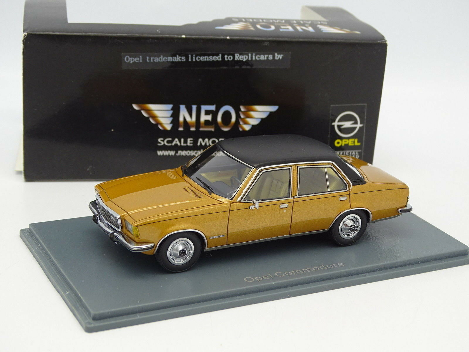 Neo 1 43 - Opel Commodore Jaune Or