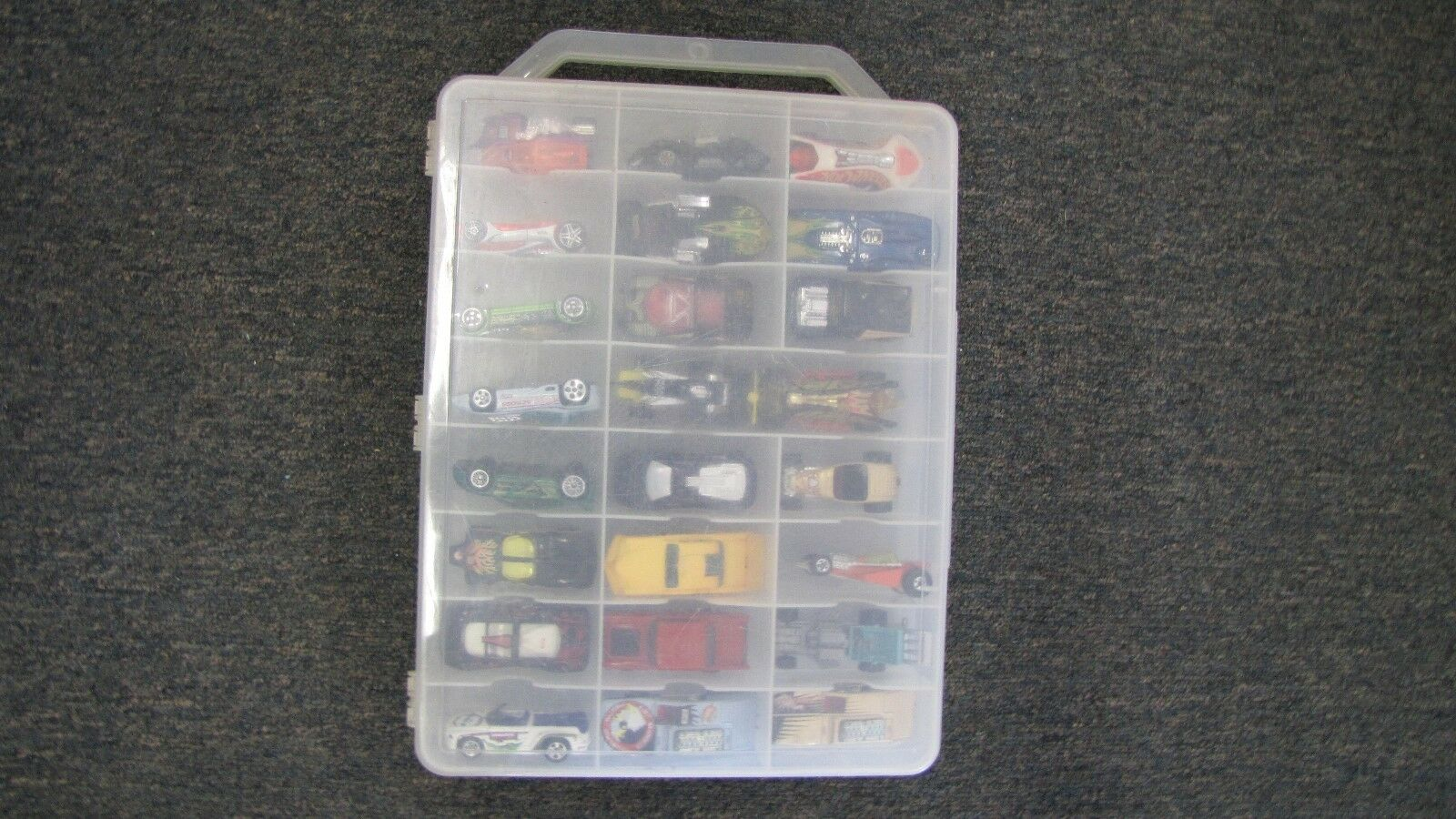 Lot de 31 HOT WHEELS voitures avec transporteur CASE Funky voitures