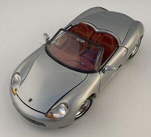 Maisto-Porsche-Boxster-1-18-Die-cast-Modelo-de-Coche-Convertible-asientos-Rojo-Plateado